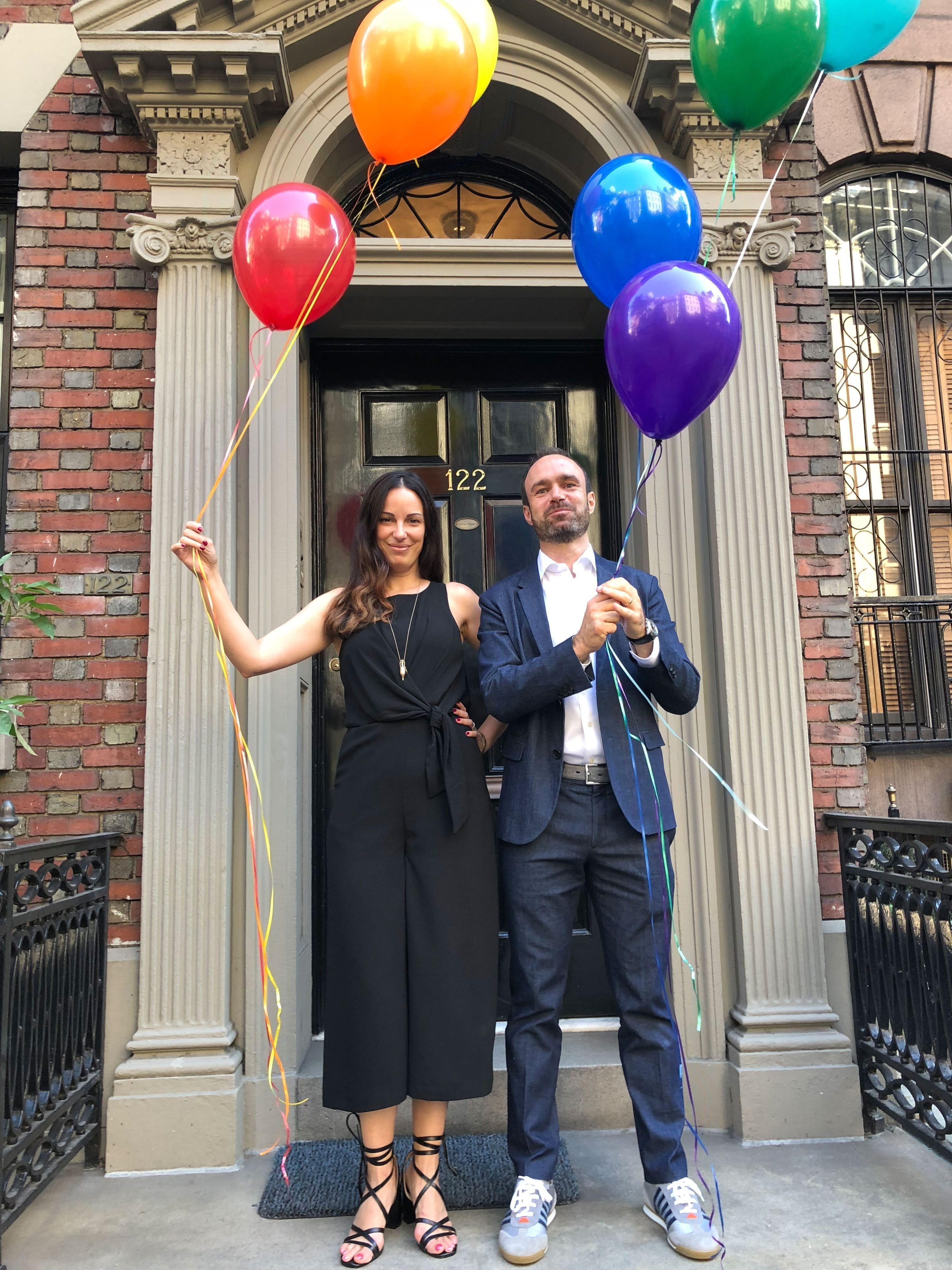 Balloon New York front porch - Simon Sagmeister